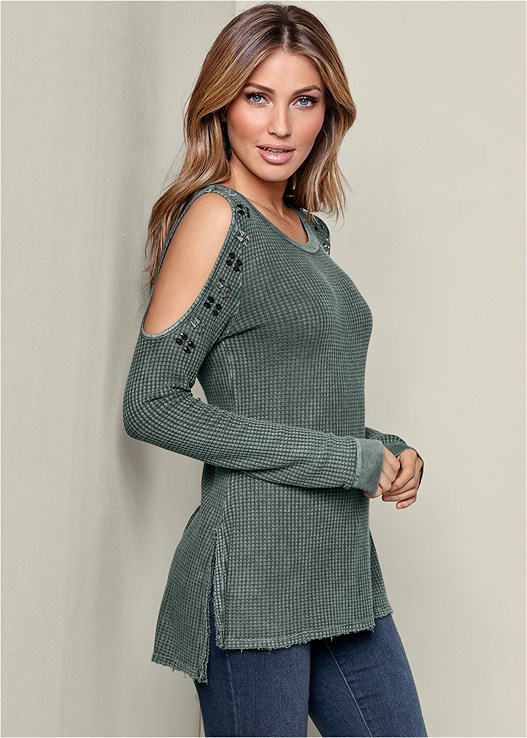SHOULDER DETAIL WAFFLE TOP,COLOR SKINNY JEANS,BUCKLE ROUND TOE BOOT