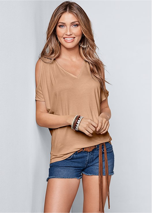 COLD SHOULDER V-NECK TOP,CUT OFF JEAN SHORTS