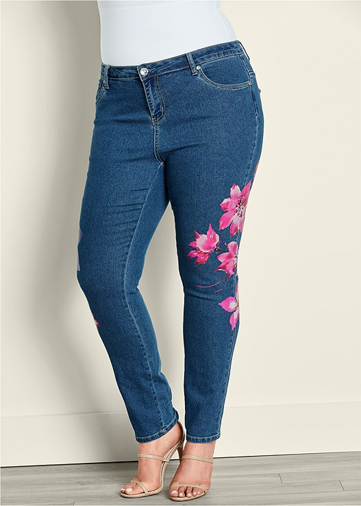 PAINTED FLORAL SKINNY JEANS,RUFFLE FRONT BLOUSE,HIGH HEEL STRAPPY SANDALS
