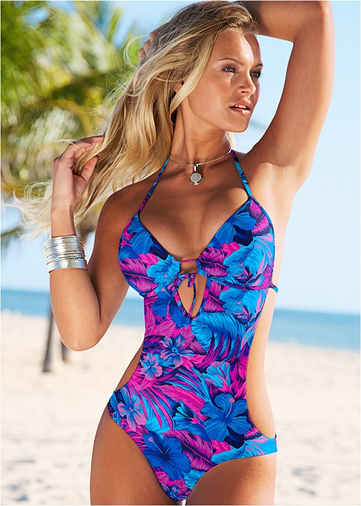 SWEETHEART MONOKINI,BELL SLEEVE COVER-UP,STEVE MADDEN SUNGLASSES