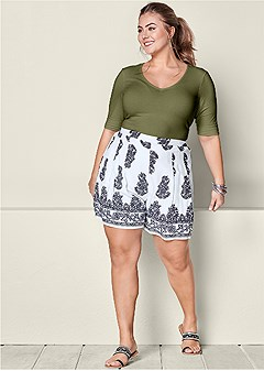 plus size paisley pleated shorts