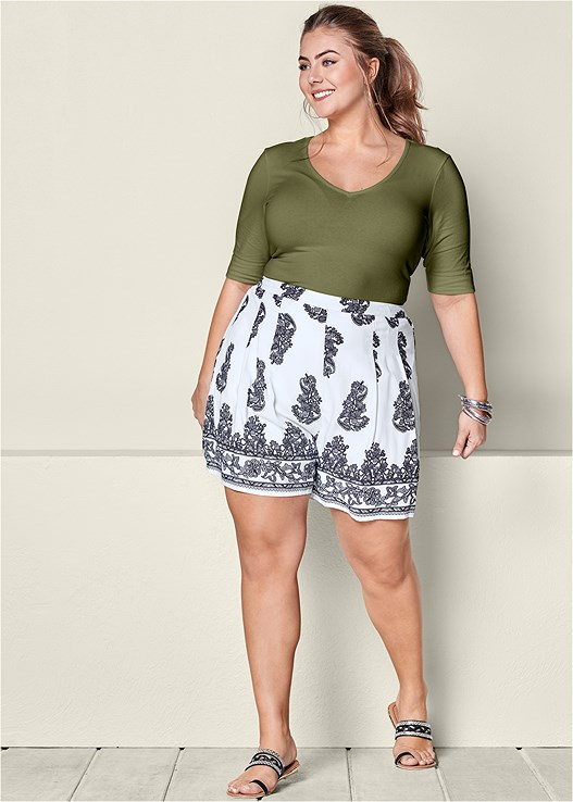 PAISLEY PLEATED SHORTS,LONG AND LEAN TEE