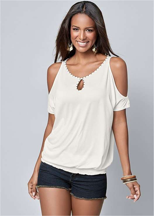 NECK DETAIL TOP,CUT OFF JEAN SHORTS