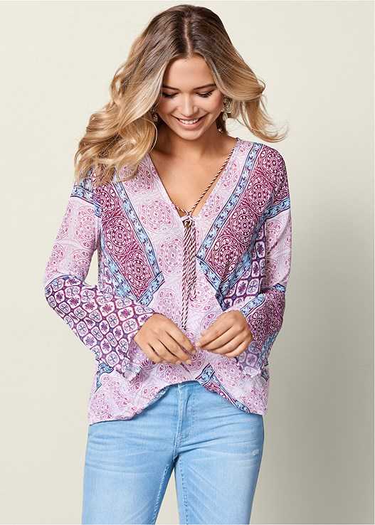 PRINTED SURPLICE BLOUSE,EMBELLISHED THONG SANDALS