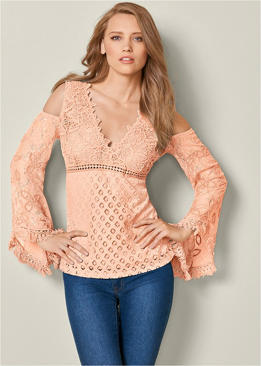 COLD SHOULDER LACE TOP,COLOR SKINNY JEANS,HIGH HEEL STRAPPY SANDALS,CIRCLE DETAIL HANDBAG,CUPID U PLUNGE BRA