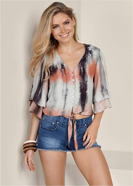 TIE DYE TOP,CUT OFF JEAN SHORTS,LACE UP GLADIATOR SANDAL