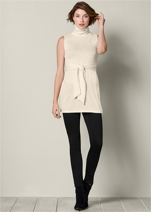 TURTLENECK TUNIC SWEATER,COLOR SKINNY JEANS,LUREX DETAIL SCARF