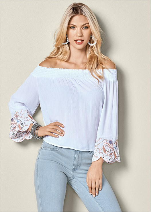 EMBROIDERED SLEEVE TOP,COLOR SKINNY JEANS,RAFFIA DETAIL HEEL
