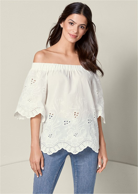 OFF THE SHOULDER TOP,COLOR SKINNY JEANS,RAFFIA DETAIL HEELS