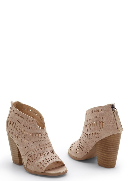 PERFORATED BOOTIE,RUFFLE DETAIL CARDIGAN,SEAMLESS CAMI,COLOR SKINNY JEANS