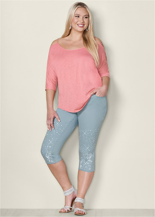 EMBELLISHED JEAN CAPRIS,SLEEVE DETAILED TOP