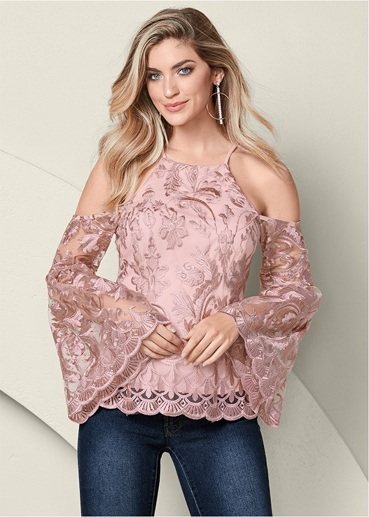 LACE BELL SLEEVE TOP,COLOR SKINNY JEANS,PLATFORM PEEP TOE HEEL,RHINESTONE HOOP EARRINGS
