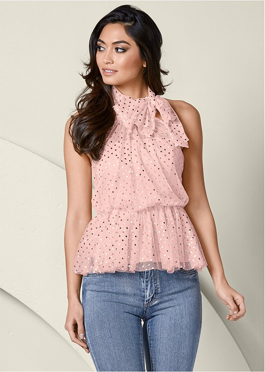 MESH DETAIL PEPLUM TOP,COLOR SKINNY JEANS,HIGH HEEL STRAPPY SANDALS