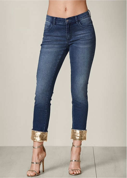 SEQUIN CUFF JEANS,RUFFLE FRONT TANK,HIGH HEEL STRAPPY SANDAL,WIRE DETAIL EARRINGS