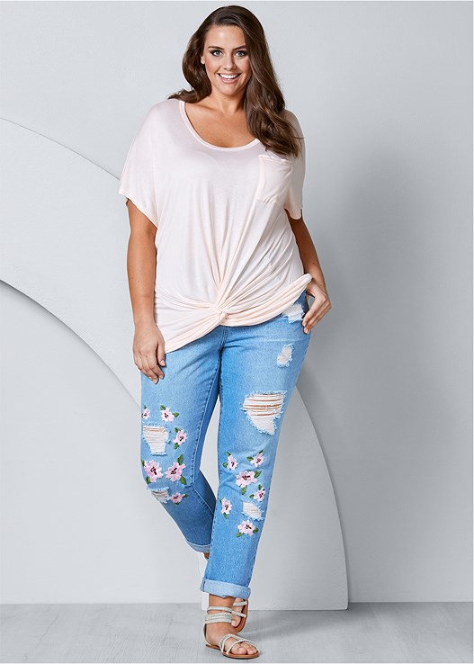 RIPPED FLORAL JEANS,TWISTED KNOT DETAIL TEE,EMBELLISHED STRAPPY SANDALS