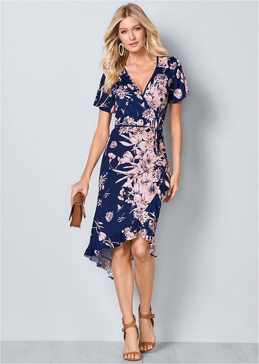 FLORAL PRINT WRAP DRESS,RAFFIA DETAIL HEELS,CIRCLE DETAIL HANDBAG