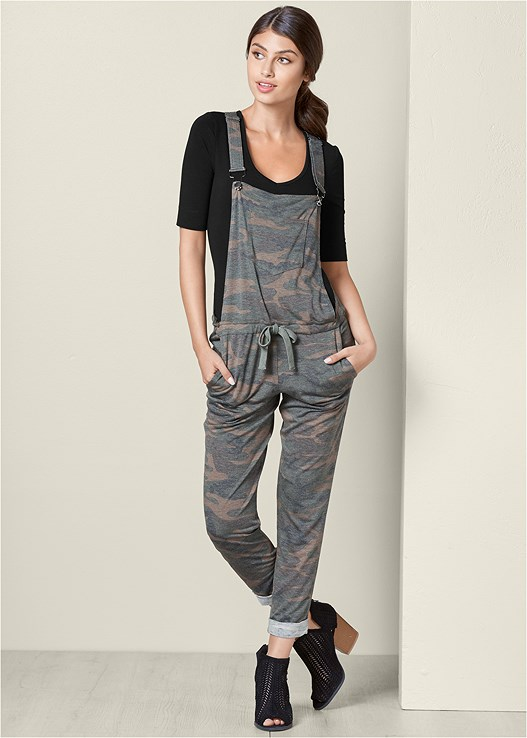 CAMO PRINT OVERALLS,LONG AND LEAN TEE,PERFORATED PEEP TOE BOOTIE