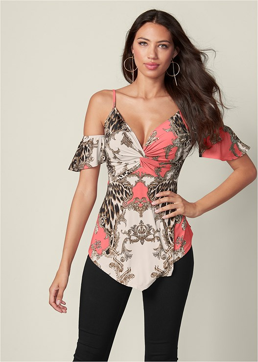 COLD SHOULDER V-NECK TOP,SLIMMING STRETCH JEGGINGS,ASYMMETRICAL STRAPPY HEELS,HOOP DETAIL EARRINGS