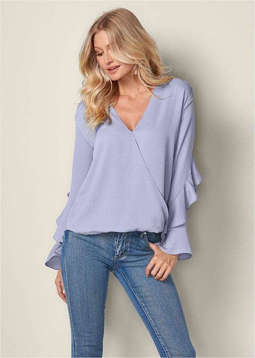 RUFFLE DETAIL SURPLICE TOP,COLOR SKINNY JEANS