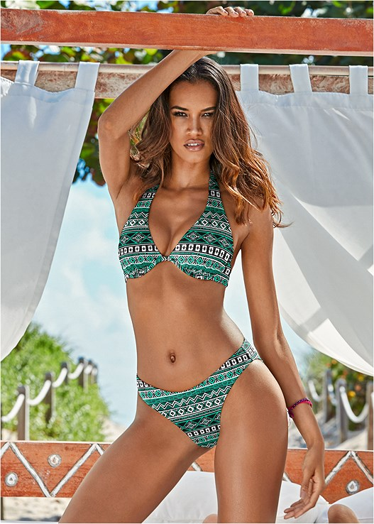 SCOOP FRONT BIKINI BOTTOM,UNDERWIRE HALTER BIKINI TOP,CHARMING FULL BRA TOP,KNOT DETAIL PUSH UP TOP,TRIANGLE BIKINI TOP,TANK BLOUSON TANKINI