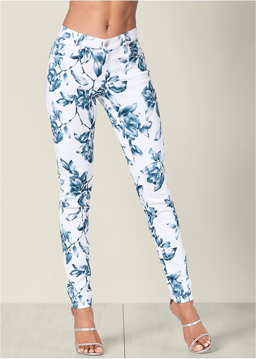 FLORAL PRINT PANTS,RUFFLE FRONT TANK,HIGH HEEL STRAPPY SANDAL