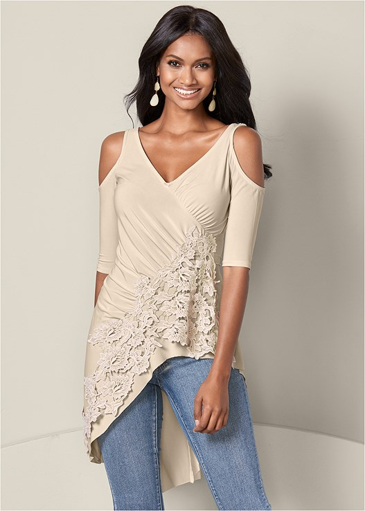 LACE COLD SHOULDER TOP,COLOR SKINNY JEANS,HIGH HEEL STRAPPY SANDAL