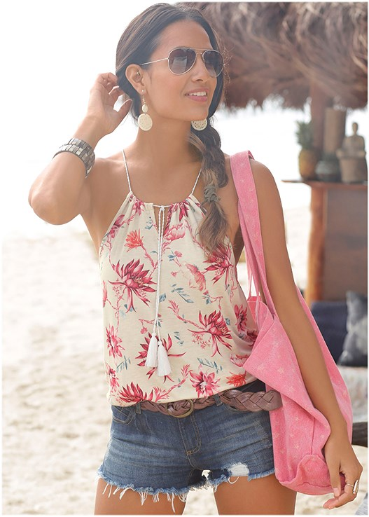 FLORAL KEYHOLE TOP,CUT OFF JEAN SHORTS,RING HANDLE STRAW TOTE