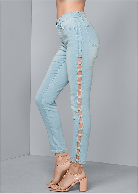 CUT OUT DETAIL JEANS,SEAMLESS CAMI,TRANSPARENT STUDDED HEEL