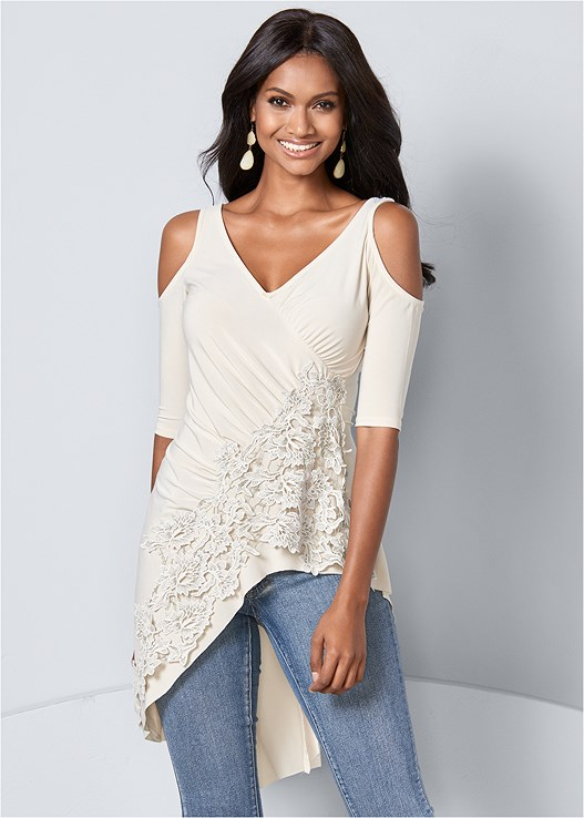 LACE COLD SHOULDER TOP,COLOR SKINNY JEANS,HIGH HEEL STRAPPY SANDALS