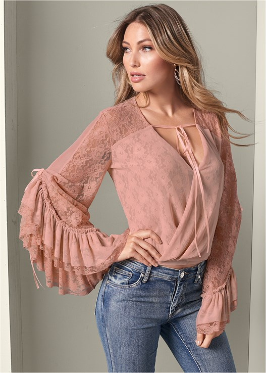 LACE SURPLICE TOP,COLOR SKINNY JEANS,FLOWER DETAIL WEDGES,BEADED HOOP EARRINGS