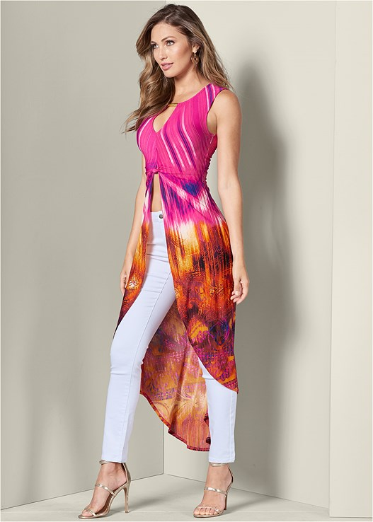 MAXI PRINT TOP,BUM LIFTER JEANS,HIGH HEEL STRAPPY SANDALS