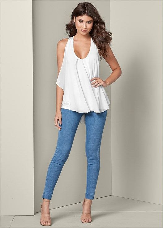 SLIMMING STRETCH JEGGINGS,RUFFLE FRONT TANK,HIGH HEEL STRAPPY SANDALS