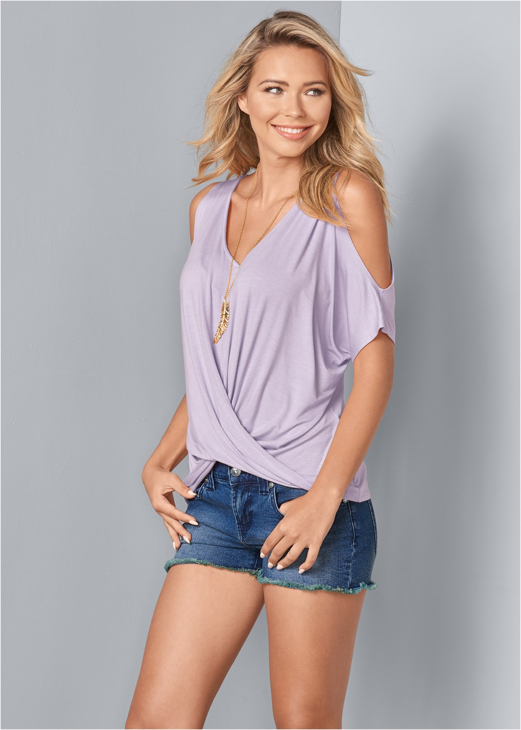 Cold Shoulder Twist Top,Frayed Cut Off Jean Shorts