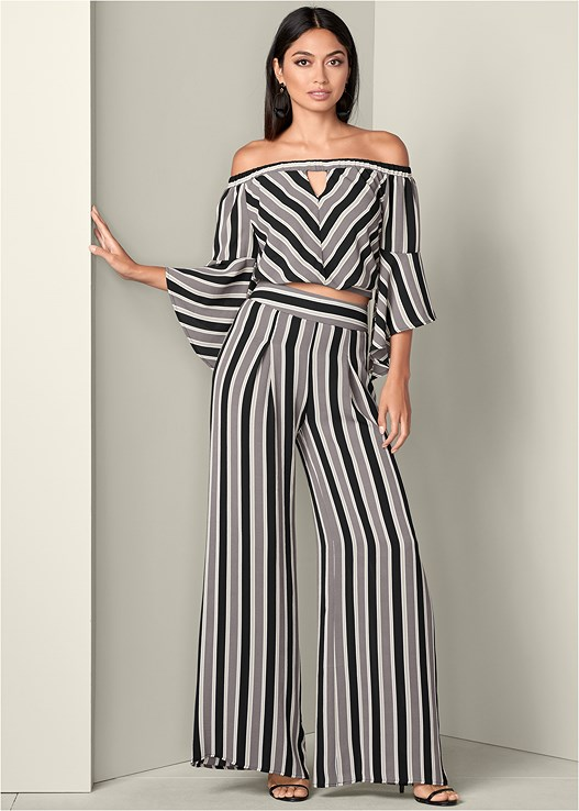 STRIPE WIDE LEG PANTS,STRIPE CROP TOP,HIGH HEEL STRAPPY SANDALS