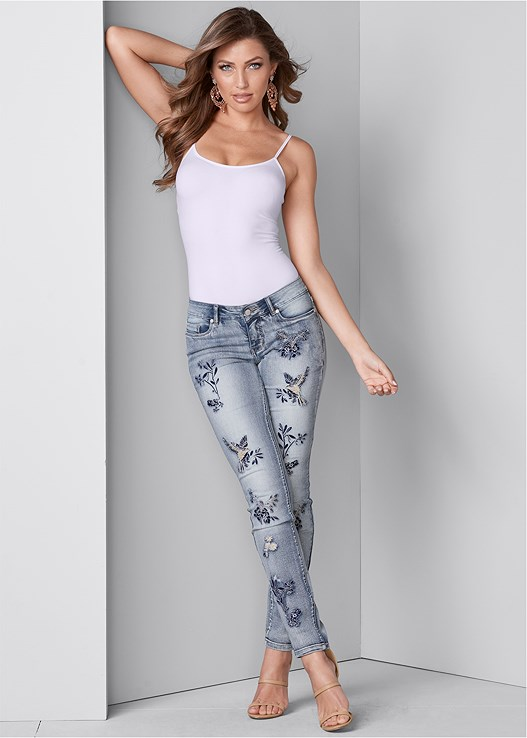 EMBROIDERED JEANS,SEAMLESS CAMI,HIGH HEEL STRAPPY SANDALS,CHANDELIER EARRINGS,LONGLINE LACE BRALETTE