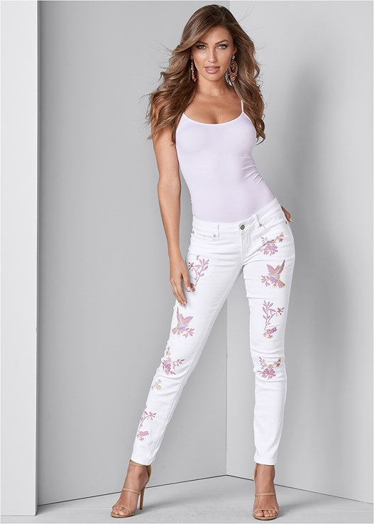 EMBROIDERED JEANS,SEAMLESS CAMI,HIGH HEEL STRAPPY SANDALS,LONGLINE LACE BRALETTE