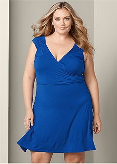 42b10519c0 Lengthen a Petite Figure With Dresses from the VENUS Dress Fit Guide.