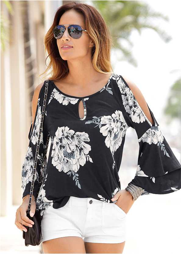 Floral Tiered Sleeve Top,Frayed Cut Off Jean Shorts,Ripped Jean Shorts,Belted Cuffed Shorts