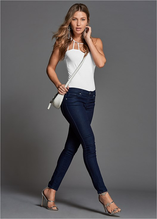 COLOR SKINNY JEANS,STRAPPY DETAIL TOP,RHINESTONE RING EARRINGS