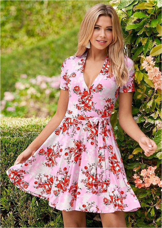 SURPLICE FLORAL DRESS,FLOWER DETAIL HEEL