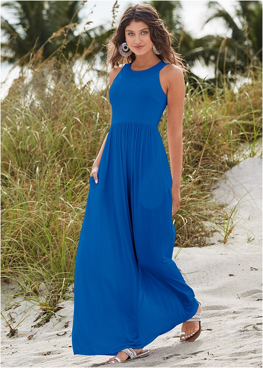 MAXI DRESS WITH POCKETS,STUDDED STRAPPY SANDALS,RESIN DOUBLE HOOP EARRINGS,FRINGE STATMENT NECKLACE