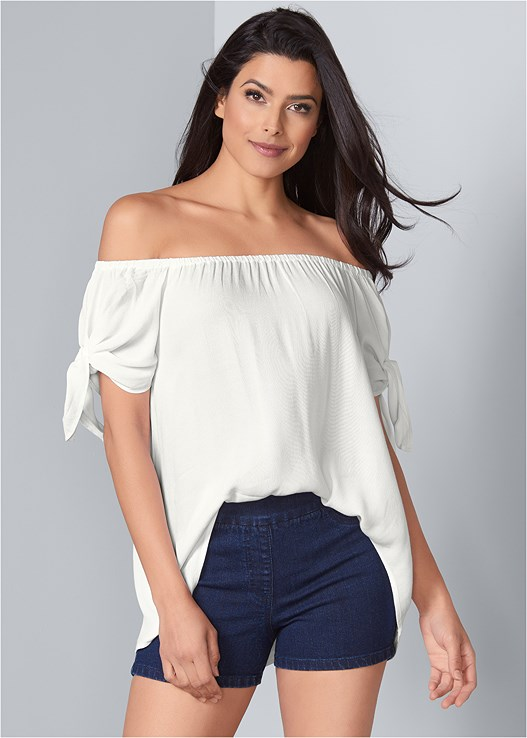 SLIMMING STRETCH SHORTS,TIE OFF THE SHOULDER BLOUSE,STUDDED WEDGES