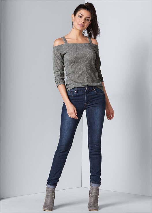 COLOR SKINNY JEANS,COLD SHOULDER CASUAL TOP,WRAP STITCH DETAIL BOOTIES,SQUARE HOOP EARRINGS