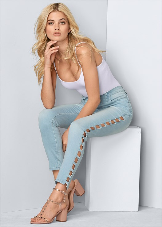 CUT OUT DETAIL JEANS,SEAMLESS CAMI,TRANSPARENT STUDDED HEELS