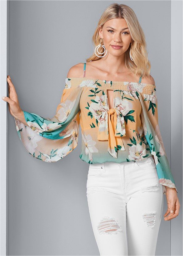 Tie Front Floral Top,Triangle Hem Jeans,Mid Rise Color Skinny Jeans,Color Block Hoop Earrings,Bead Detail Crochet Bag