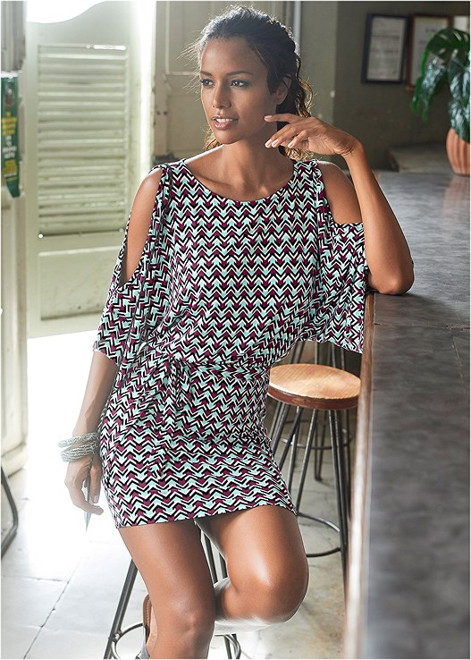 PRINTED COLD SHOULDER DRESS,BLOCK HEELS,NAKED T-SHIRT BRA