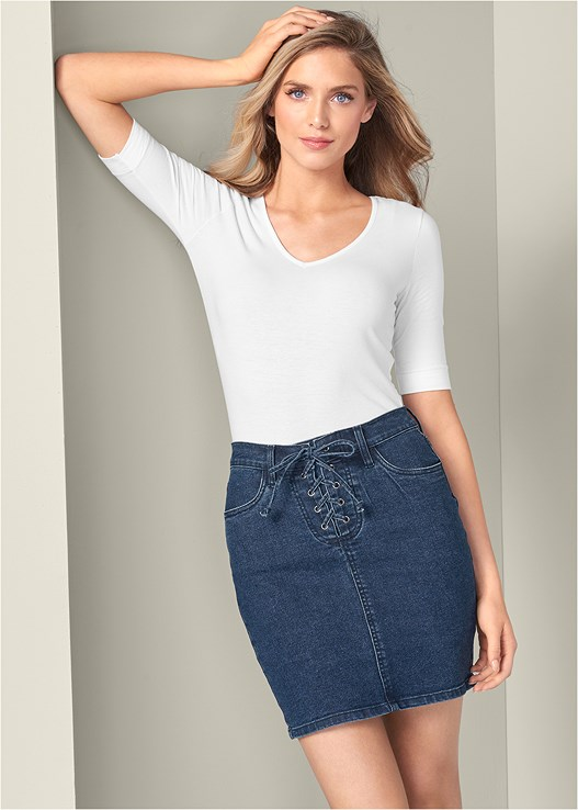 LACE UP JEAN SKIRT,LONG AND LEAN TEE,SEAMLESS UNDERWIRE BRA,WRAP STITCH DETAIL BOOTIES