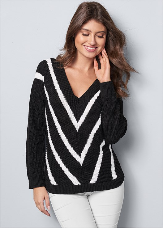 V-NECK STRIPED SWEATER,SLIMMING STRETCH JEGGINGS,FRONT HOOK MINIMIZER,CUT OUT DETAIL BOOTS