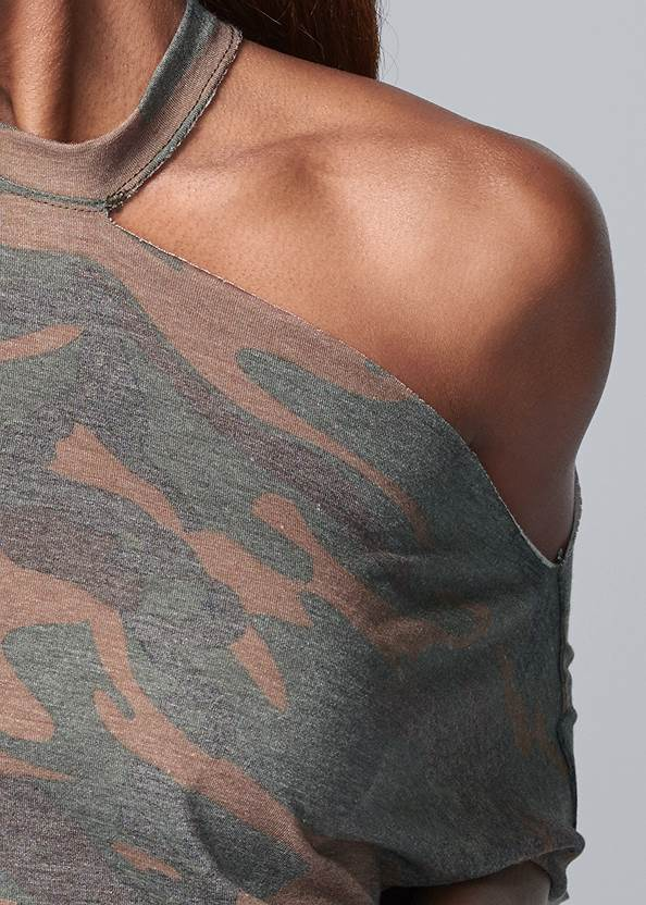 Detail front view Camo Lounge Top
