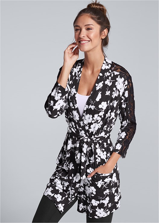 FLORAL PRINT ROBE,SEAMLESS CAMI,BASIC LEGGINGS,COMFORT BRA WITH LACE,STUD DETAIL CROSSBODY